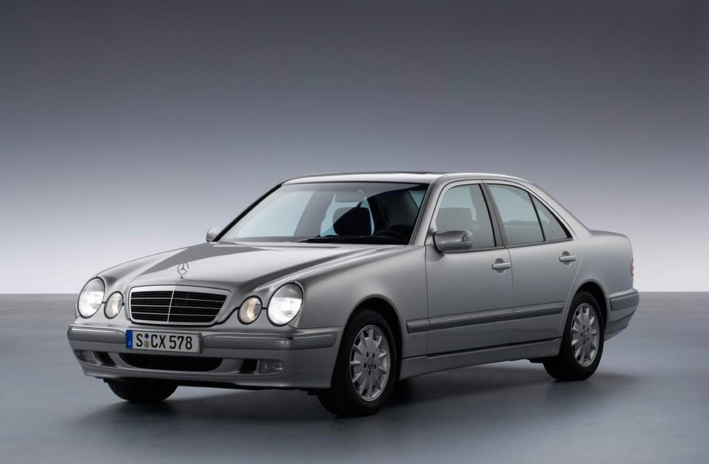The early w210 e-class carried over the 4-speed 7223 automatic from the previous w124 generation e-class